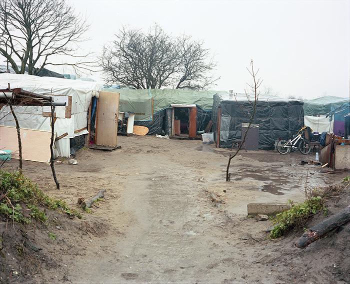 Une cour d'habitations soudanaises le long de la chemin des Dunes, Jungle de Calais, 22 février 2016