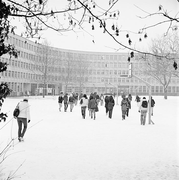 La cour du lycée en hiver, cité scolaire Jean-Jaurès, Montreuil, 2009